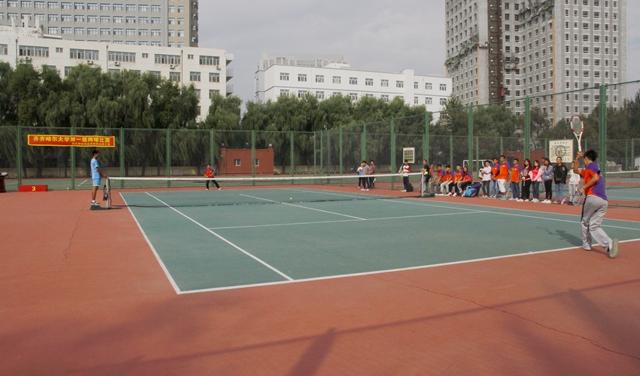 """丰富师生校园文化生活,深化大学体育课程综合改革,扩大网球交流平台,"""""""